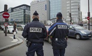 Mise en place de la circulation alternée à Paris, pour faire face à l'alerte particules fines en 2014. // Photo : V. WARTNER