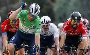 Nacer Bouhanni (à droite) ici lors de la 5e étape de Paris-Nice le 11 mars 2021.