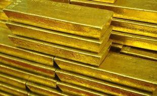 Un trésor de 200.000 euros, composé de cinq lingots d'or et de bijoux, a été découvert par la police vendredi à Bordeaux dans la cave d'un immeuble régulièrement occupé et visité, a-t-on appris samedi auprès de Fabien Robert, adjoint au maire de la ville