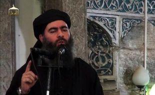 Extrait d'une vidéo de propagande distribuée le 5 juillet 2014 par al-Furqan Media montrant le chef présumé du groupe EI Abou Bakr al-Baghdadi