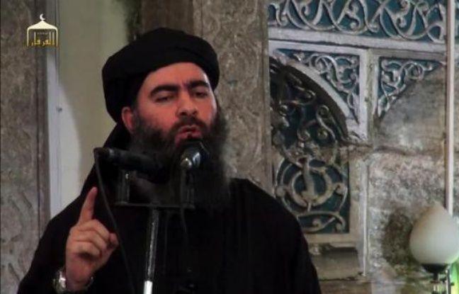 Capture d'image d'une vidéo de propagande diffusée par Al-Furqan Media le 5 juillet 2014 montrant le chef du groupe Etat Islamique, Abou Bakr al-Bagdadi, s'adressant à ses fidèles dans une mosquée de Mossul, en Irak