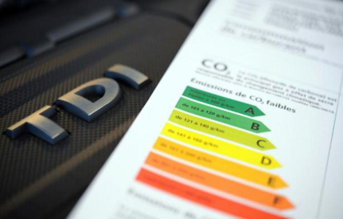Etiquette de consommation de carburant d'une voiture diesel le 1er mars 2013 à Quimper – FRED TANNEAU AFP