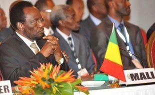 Un sommet des chefs d'Etat ouest-africains consacré aux crises nées des coups d'Etat militaires au Mali et en Guinée-Bissau, a été ouvert jeudi par le président sénégalais Macky Sall, a constaté un journaliste de l'AFP.