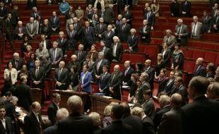 Les parlemantaires français observent une minute de silence, le 25 novembre 2015 à Paris