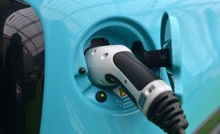Rechargement d'une voiture hybride, le 6 octobre 2018 (image d'illustration).