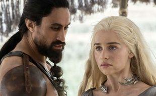 Le personnage de Daenerys avec un Dothraki dans la saison 6 de «Game of Thrones».