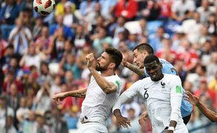 Giroud et Pogba ont réussi à éviter le carton contre l'Uruguay.