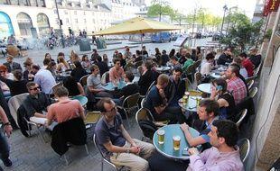 Illustration d'une terrasse, ici place des Lices, à Rennes.
