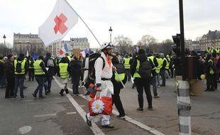 Un «street medic» lors d'une manifestation de «gilets jaunes».