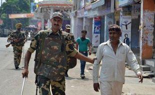 L'armée et la police ont déployé plusieurs milliers d'hommes lundi dans des villages du nord de l'Inde après un week-end de violences entre musulmans et hindous qui ont fait 28 morts dans l'Etat de l'Uttar Pradesh, à une centaine de kilomètres au nord de New Delhi.