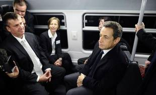 """Nicolas Sarkozy a affirmé qu'un président de la République ne devait """"pas simplement s'occuper des grands problèmes stratégiques"""" mais """"aussi de la vie quotidienne"""" des gens, lundi à La Défense où il était arrivé en RER depuis Vincennes pour parler transports en commun."""
