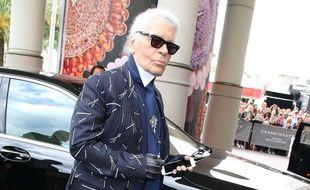 Karl Lagerfeld devant le Martinez à Cannes le 21 mai 2015.