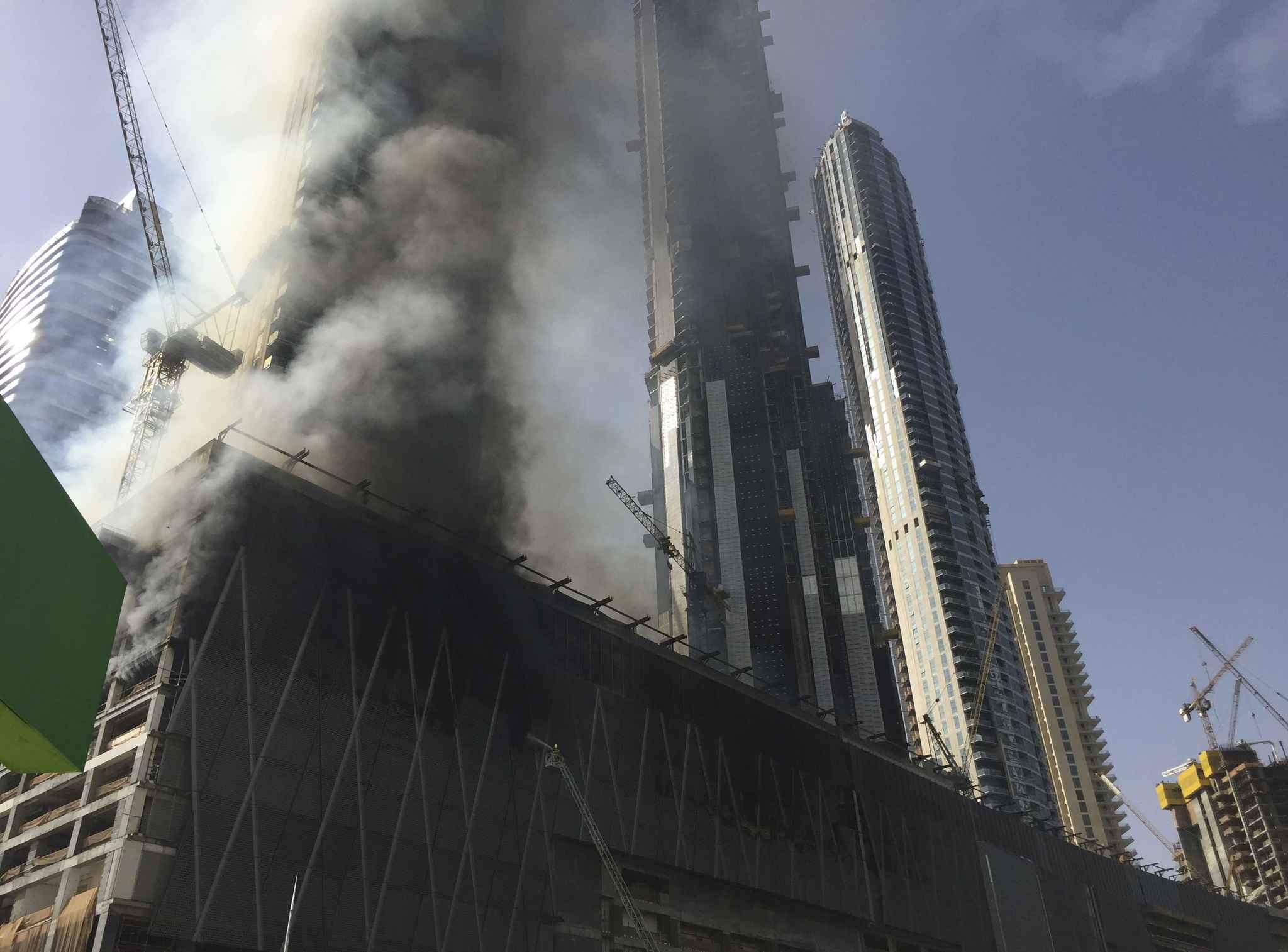 Video duba nouvel incendie pr s de la plus haute tour for Centre commercial grand tour sainte eulalie