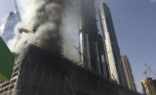 Un incendie s'est déclaré dans une tour en construction à Dubaï, le 2 avril 2017.
