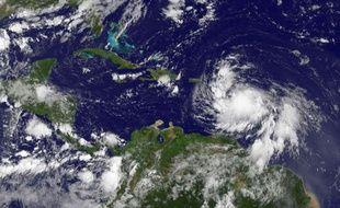 Jeudi à 20H00 heure locale (00H00 GMT), Isaac se trouvait à 305 km au sud-ouest de Porto Rico, à 340 km au sud-est de la République dominicaine, et se déplaçait vers l'ouest-nord-ouest à la vitesse de 26 km/h, avec des rafales à 75 km/h, selon le centre américain de surveillance des ouragans (NHC).