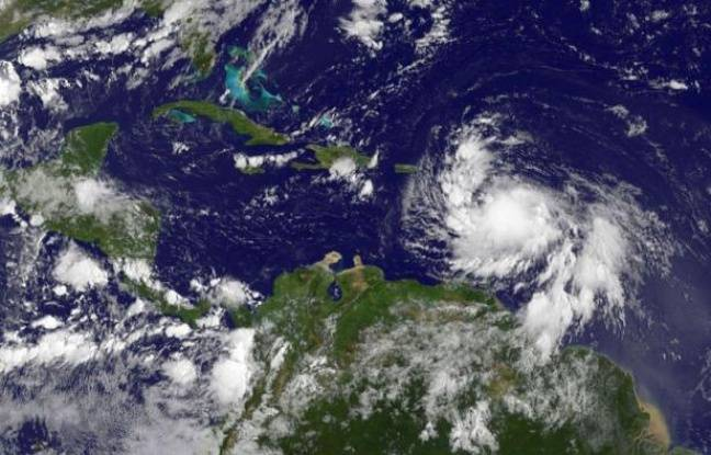 """La préfecture de la Guadeloupe a annoncé mercredi à 22H00 locales (4H00 jeudi à Paris) que l'alerte météorologique rouge mise en vigueur sept heures plus tôt en prévision du passage de la tempête tropicale Isaac """"sera levée à 23H00 locales"""", après que la tempête se soit éloignée de l'île en s'affadissant lors de son passage à sa proximité."""