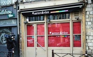 Le parquet de Lille a requis mercredi 12 mois d'emprisonnement dont six mois avec sursis à l'encontre de trois hommes accusés d'avoir frappé trois employés d'un bar homosexuel au mois d'avril, dans un contexte marqué par le débat sur le mariage pour tous.