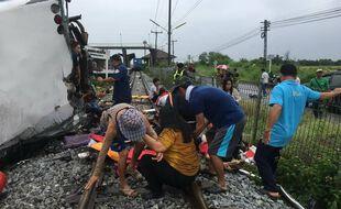 Un accident entre un autocar et un train a fait au moins 18 morts en Thaïlande, dimanche 11 octobre.