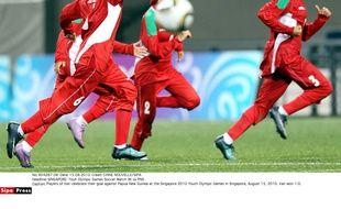 Des joueuses iraniennes célèbrent leur victoire face à la Papouasie aux Jeux olympiques de la jeunesse, en 2010