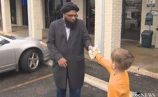 Ce petit garçon de 7 ans, Jack Swanson, a tenu à offrir tout l'argent de sa tirelire à la mosquée de sa ville, qui venait d'être vandalisée.
