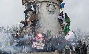 2.000 personnes ont manifesté à Paris, dimanche.