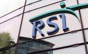 Le logo du RSI (régime social des indépendants) sur la façade du siège à Saint-Denis le 17 octobre 2012.