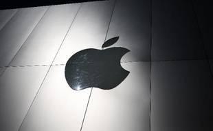 L'administration Obama a volé samedi au secours du groupe américain Apple dans la guerre des brevets qui l'oppose au sud-coréen Samsung, en annulant une décision qui l'aurait empêché de vendre certains produits aux Etats-Unis.