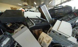 Des articles électroniques et électriques avant leur recyclage