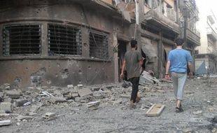 Plus de 150 personnes selon l'Observatoire syrien des droits de l'Homme (OSDH), et plus de 200 selon un chef rebelle syrien, ont été tuées jeudi dans l'attaque avec des chars et des hélicoptères par les forces gouvernementales syriennes de la localité de Treimsa, dans le centre de la Syrie.