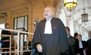 Georges Kiejman, l'un des avocats de Jacques Chirac, lors de son arrivée au Palais de Justice de Paris, hier.