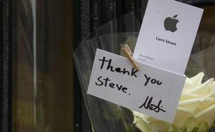 L'Apple store d'opéra, le jour de l'annonce du décès de Steve Jobs.