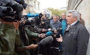Le secrétaire du comité d'entreprise de la SNCM, Marcel Faure, s'adresse à la presse après une audience devant le tribunal de commerce de Marseille, le 25 novembre 2014