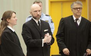 Anders Behring Breivik (au centre), le 10 janvier 2017, lors de son procès en appel sur ses conditions de détention.
