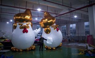 La structure gonflablereprésentant un poulet au visage modelé sur celui du futur président américain Donald Trump.