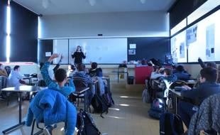"""Reportage dans la classe """"bien-être"""" du collège Karl Marx de Villejuif."""