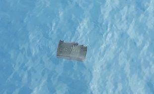 Un débris de l'avion disparu retrouvé en mer par l'armée.