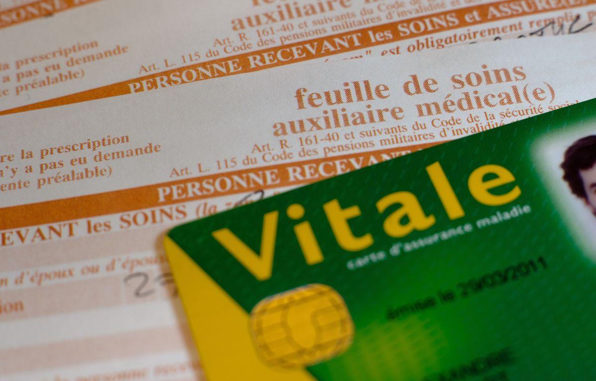 Paris le 29 novembre 2011. Illustration remplissage carte vitale et feuille de soins de l'assurance maladie. Remboursement s̩curite sociale. РA. GELEBART / 20 MINUTES
