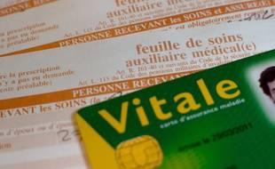 Paris le 29 novembre 2011. Illustration remplissage carte vitale et feuille de soins de l'assurance maladie. Remboursement sécurite sociale.