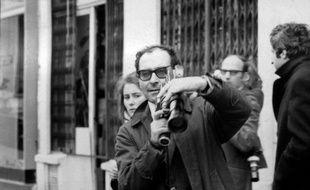 Jean-Luc Godard filme des affrontements au Quartier Latin, à Paris, en plein mai 1968.