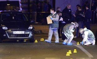 Une centaine de personnes ont participé samedi après-midi à Marseille à la marche blanche en hommage à Iskander, un mineur de 17 ans et demi, tué jeudi de 23 balles d'armes automatiques, a constaté un journaliste de l'AFP.