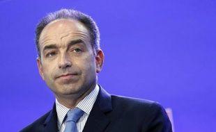 """Le secrétaire général de l'UMP, Jean-François Copé, a déclaré mercredi qu'il n'était """"pas du tout"""" dans le temps de sa candidature à la présidence de l'UMP, repoussant les critiques du camp Fillon qui l'accuse implicitement de faire déjà campagne avec les moyens du parti."""