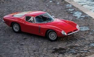 Le bolide italien, acheté en première main par Johnny Hallyday en 1965, sera vendu aux enchères le 7 février prochain.
