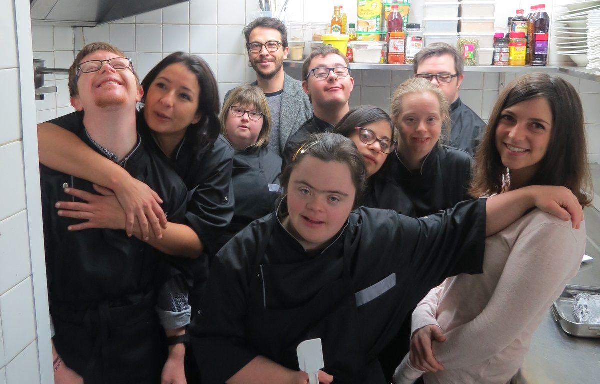 Flore Lelièvre (à droite) et toute l'équipe du Reflet – J. Urbach/ 20 Minutes