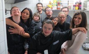 Flore Lelièvre (à droite) et toute l'équipe du Reflet