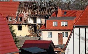 Une néonazie allemande, soupçonnée d'être au coeur d'une série de crimes racistes en Allemagne qui ont fait dix morts entre 2000 et 2007, a été mise en accusation pour meurtre jeudi.