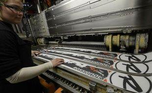 """""""Ca paye le +made in France+!"""", s'exclame Hervé Gaillard, ouvrier de l'usine Rossignol à Sallanches (Haute-Savoie), deux après la relocalisation d'une partie de la production du groupe dans l'Hexagone."""