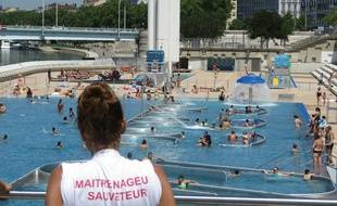 Lyon, le 17 Juillet 2014 Le centre nautique du Rhone a ouvert ses portes le 17 juillet 2014, apres 9 mois de travaux. L'établissement, qui avait ete le theatre en 2013 de nombreux incidents et debordements, a connu une ouverture beaucoup plus calme. C. Girardon / 20 Minutes