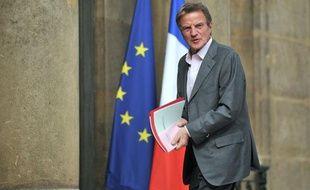 Le ministre des Affaires étrangères, Bernard Kouchner, arrive à l'Elysée le 1er mai 2010.