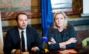 Sébastien Chenu et Marine Le Pen, présidente du Front national, le 12 décembre 2014 à Paris.