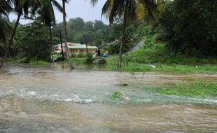 Le jeune homme de 23 ans qui, selon un témoin, avait été emporté par un canal en crue aux Abymes lors des inondations de lundi soir et de la nuit de lundi à mardi en Guadeloupe est sain et sauf et avait regagné son domicile, a-t-on appris auprès des sapeurs-pompiers.